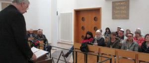 Ortwin Swiderski informierte in der jüdischen Synagoge über das Leben und Sterben von Albert Funk. (Foto: Werner Sarbok)