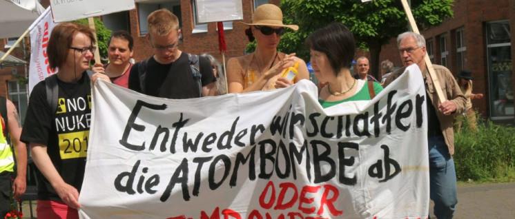 Aktivisten in Düsseldorf (Foto: Peter Köster)