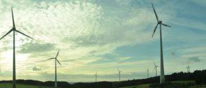 Sollen sich zukünftig langsamer drehen, wenn es nach Gabriel geht: Windräder in Gebhardshain-Fensdorf (Foto: Joseph-Evan-Capelli/wikimedia/CC BY-SA 3.0)