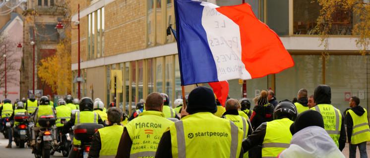 Demonstration der Gelbwesten am 1. Dezember im französischen Belfort (Foto: [url=https://commons.wikimedia.org/wiki/File:2018-12-01_14-17-37_manif-GJ-Belfort.jpg?uselang=de]Thomas Bresson/Wikimedia Commons[/url])