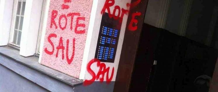 Kein Einzelfall: In den letzten Monaten verübten Nazis in Neukölln vermehrt Anschläge, hier eine Schmiererei an einer Haustür. (Foto: antifa-berlin.info)