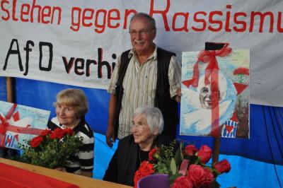 Marianne Wilke und Esther Bejarano, in der Mitte Heinz Stehr