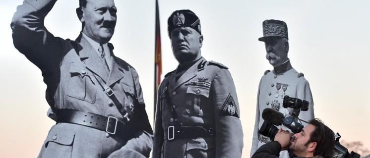 """So sieht die Organisation """"Avaaz"""" das rechte Treffen in Koblenz: Am Deutschen Eck stellte sie Bilder von Hitler, Mussolini und Pétain auf, um vor der rechten Gefahr zu warnen. (Foto: Avaaz/public Domain)"""