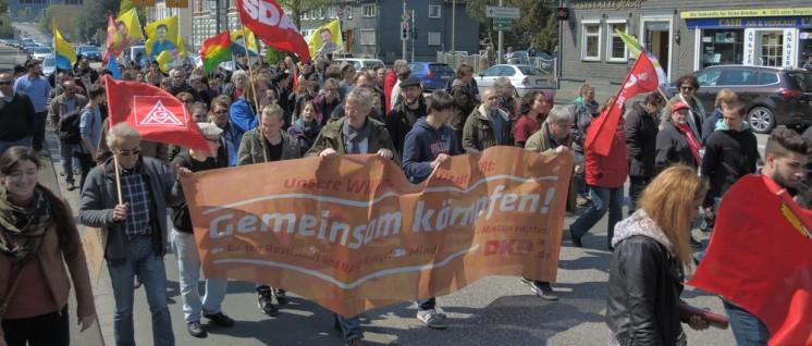 """Die DKP beteiligt sich traditionell am """"Roten 1. Mai"""" in Siegen. Rund 800 Menschen beteiligten sich an der Demonstration, mehr 2000 kamen zur anschließenden Veranstaltung mit Reden und Kulturprogramm. (Foto: Tom Brenner)"""