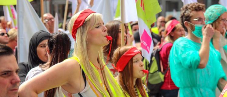 Zu der positiven Mitgliederentwicklung von ver.di in NRW hat der Widerstand gegen die schlechten Arbeitsbedingungen im Gesundheitssystem beigetragen: Demonstration für Entlastung in der Pflege am 20. Juni in Düsseldorf (Foto: Peter Köster)