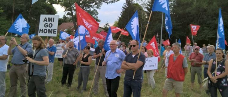 Die Proteste gegen die Truppentransporte finden an vielen Orten in Brandenburg statt. Die DKP ist selbstverständlich aktiv dabei.  (Foto: Alant Jost)