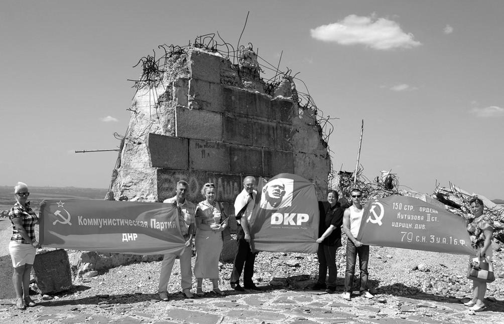 Durch ukrainische Artillerie zerstörtes Denkmal auf Saur-Mogila.