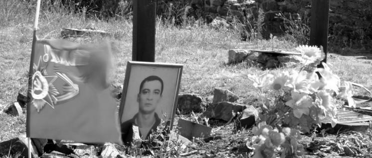 Gräber von im Jahr 2014 gefallenen Angehörigen der Volksmiliz.
