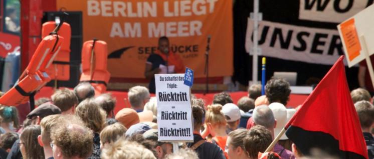 In Berlin demonstrierten Hunderte gegen die Flüchtlingspolitik der Bundesregierung. (Foto: Gabriele Senft)