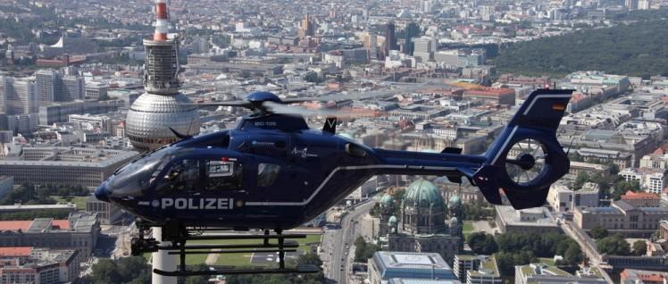 Damit sie fliegen können: Bund zahlt mit (Foto: [url=https://de.wikipedia.org/wiki/Datei:Polizeihubschrauber_Polizei_Berlin_EC135_T2.JPG]Polizei Berlin[/url])