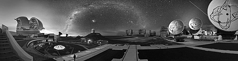 Das ESO-Observatorium einschließlich Hauptquartier (zusammenfassende künstlerische Darstellun).– Die Idee einer gemeinsamen Europäischen Sternwarte wurde 1953 geboren. 1963 wurde die Atacama-Wüste in Chile für das internationale Projekt ausgewählt.