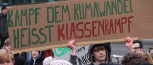 """Mobilität nach den Bedürfnissen der Gesellschaft? Nur gegen die Konzerne. Schülerinnen und Schüler beim """"Friday for Future"""" am 1. Februar in Berlin (Foto: Rudi Denner, r-mediabase.eu)"""
