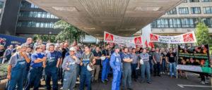 Protestaktion bei Siemens in Duisburg am 20. Juni 2017 gegen Einschnitte bei der Ausbildung. Die Kolleginnen und Kollegen wendeten sich gegen die Absichten der Geschäftsführung, die Anzahl der Auszubildenden und Dualstudierenden weiter zu reduzieren. (Foto: Thomas Range)