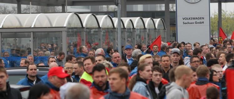 Warnstreik vor dem VW Werk in Zwickau (Foto: Pastierovic/IG Metall)