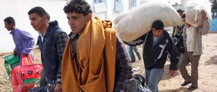 25000 Menschen mussten auf der Flucht vor den aktuellen Kämpfen ihr Zuhause verlassen, viele von ihnen nicht das erste Mal. Hier Flüchtlinge an der libysch-tunesischen Grenze am 7.März 2011. (Foto: [url=https://www.flickr.com/photos/magharebia/5509678232/in/album-72157626448686300/]Magharebia[/url])