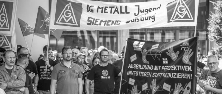 Siemens-Kollegen aus dem Werk Duisburg protestieren gegen Kahlschlag des Managements. (Foto: Thomas Range)