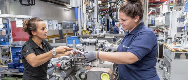 Fertigung von schweren Lkw-Getrieben im Mercedes-Benz Werk Gaggenau (Werkteil Rastatt) (Foto: Daimler AG)