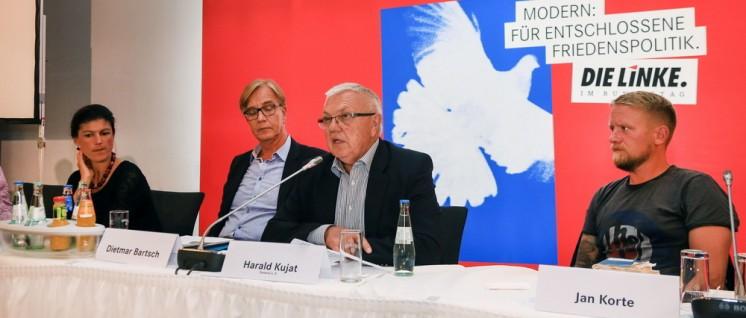 """Friedenspolitik mit General a.D.: Harald Kujat bei der Klausurtagung der Linksfraktion. (Foto: Fraktion """"Die Linke"""" im Bundestag)"""