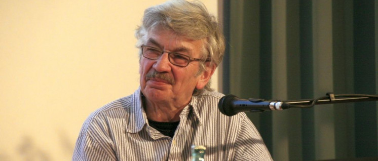 Christoph Hein bei einer Lesung in Chemnitz (Foto: [url=https://commons.wikimedia.org/wiki/File:ChristophHein_2012.jpg?uselang=de]Thomas Holbach[/url])