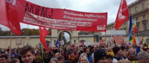 Gegen PAG und AfD. 40 000 Menschen demonstrierten am 3.10. in München gegen den Rechtsruck. (Foto: Christoph Hentschel)