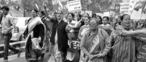 Demonstration der NFIW – ganz vorne: Annie Raja (2. v. l.) (Foto: NFIW)