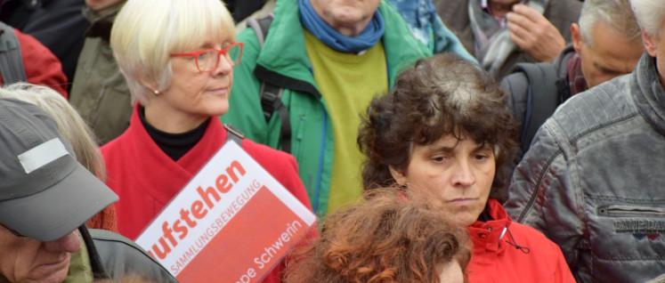 """Wo steht """"Aufstehen""""? Das fragte sich auch die Bundestagsfraktion der Partei """"Die Linke"""". (Foto: Uwe Hiksch)"""