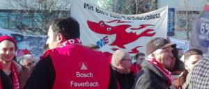 """""""Mit Biss zum Tarifabschluss"""", so die Forderung der IGM-Jugend Bosch Feuerbach bei der Kundgebung am 24.Januar in Feuerbach. Das wird nun umgesetzt. Die Ganztagesstreiks haben begonnen. (Foto: UZ)"""