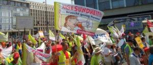 2 000 Kolleginnen und Kollegen demonstrierten am 5. Juni in Leipzig für mehr Personal in der Pflege. (Foto: Herbert Münchow)