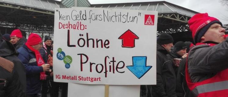 Warnstreik am 18.Januar: Kundgebung bei Daimler vor dem Untertürkheimer Tor (Foto: UZ)