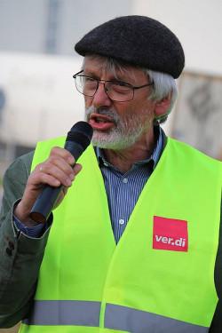 Thomas Voß ist als Gewerkschaftssekretär im Bundesfachbereich Handel in Berlin zuständig für den Bereich Versand- und Online-Versandhandel.
