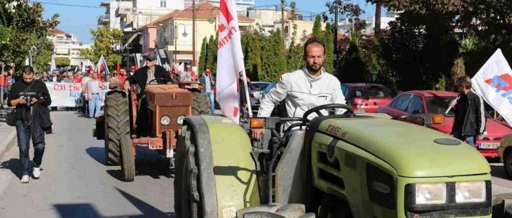 Das Bündnis aller werktätigen Klassen und Schichten schaffen: Bauern des Kämpferischen Bauernverbandes PASY bei einer PAME-Demonstration. (Foto: PAME)