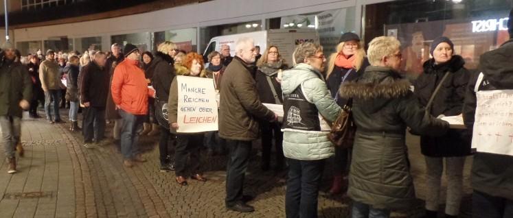 Wöchentliche Demonstration vor der Bottroper Apotheke (Foto: Privat)