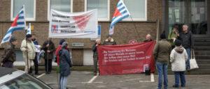 VVN-BdA vor dem lettischen Konsulat in Düsseldorf. (Foto: Jochen Vogler / r-mediabase.eu)