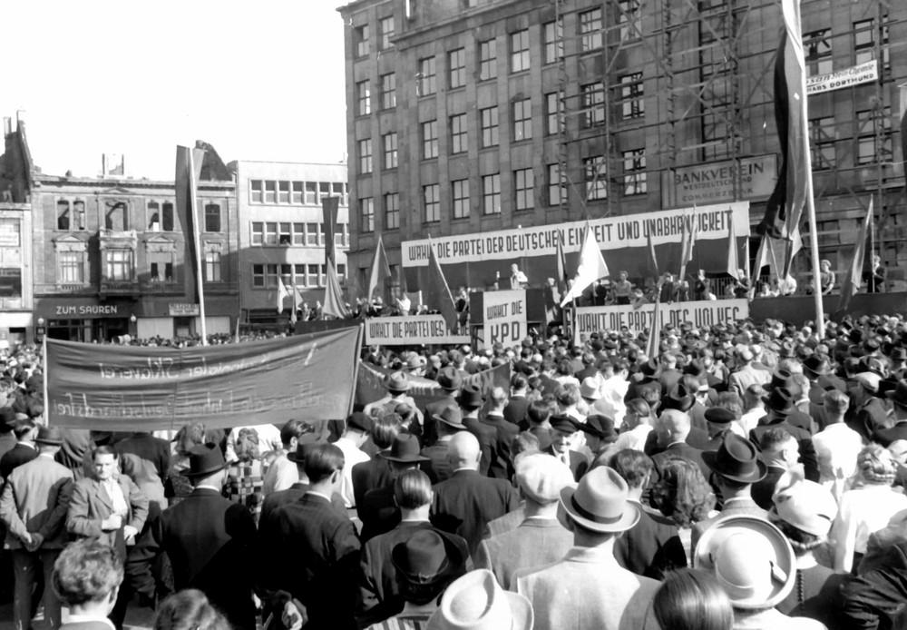 Wahlkundgebung der KPD 1950 mit dem Hauptredner Max Reimann