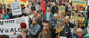 Protestaktion in Köln am 16. April 2015 aus Anlass des zehnten Jahrestages von Hartz IV (Foto: Berthold Bronisz/r-mediabase.eu)