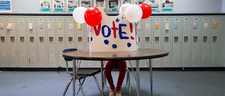 Warten auf Wähler: hier ein Wahllokal in einer Highschool bei den Präsidentschaftswahlen 2016. (Foto: Phil Roeder)