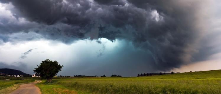 Wegen der Debatte über den Klimawandel hängen jetzt dunkle Wolken über der Großen Koalition.