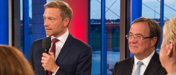 Koalitionspartner in NRW: Christian Lindner, FDP, und Armin Laschet, CDU (v.l.n.r.) (Foto: [url=https://commons.wikimedia.org/wiki/File:2017-05-14_NRW_Landtagswahl_by_Olaf_Kosinsky-263.jpg?uselang=de]Olaf Kosinsky[/url])