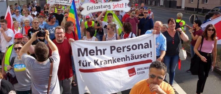 Was heißt Entlastung? Im Streik haben die Beschäftigten gezeigt, dass sie das am besten wissen – und dass sie es sind, die den Betrieb lenken können. (Demonstration der Streikenden in Düsseldorf, 23. August 2018)  (Foto: Olaf Matthes)