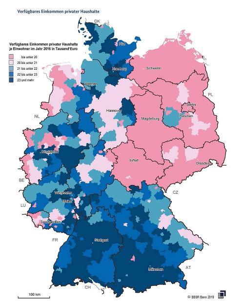 Die Umrisse der DDR sind deutlich sichtbar: Eine der 56 Karten aus dem Deutschlandatlas der Bundesregierung.