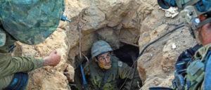 Israelische Fallschirmjäger im Gazastreifen. Eine Kommandoaktion der israelischen Armee hatte die neuesten Kämpfe mit den Palästinensern provoziert. (Foto: [url=https://www.flickr.com/photos/idfonline/14538982609/in/photostream/] Israel Defense Forces[/url])