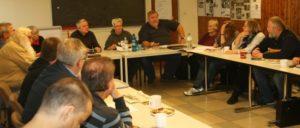 """""""Effektiver arbeiten ist möglich"""", erläutert Uli Abczynski (rechts), technischer Leiter des UZ-Pressefestes. (Foto: Werner Sarbok)"""