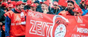 ^Insbesondere aus den östlichen Bundesländern fordern Anträge an den Gewerkschaftstag der IG Metall eine Angleichung der Arbeitszeit in allen Tarifgebieten auf die 35-Stunden-Woche. (Foto: Thomas Range)