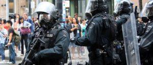 Schutz der Eliten vor dem Volk: Kanadische Polizei schützt den Gipfel 2010 in Toronto. (Foto: [url=https://www.flickr.com/photos/chrishuggins/4736995818]Chris Huggins/Flickr/CC_BY_2.0[/url])