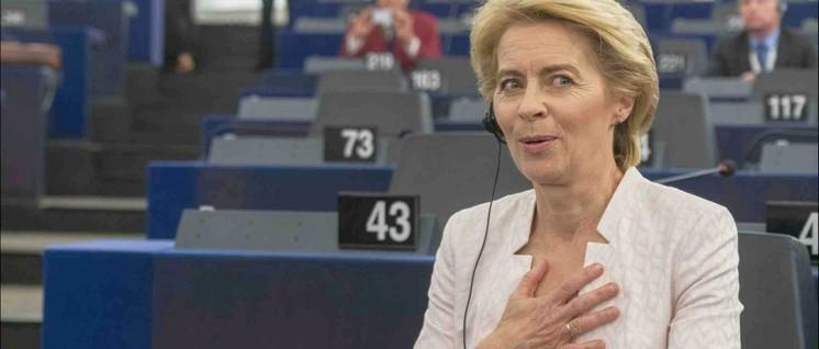Erleichtert: Es hat gereicht. Von der Leyen nach ihrer Wahl zur Kommissionspräsidentin (Foto: [url=https://www.flickr.com/photos/european_parliament/48300816421/in/album-72157709681337212/]Europäisches Parlament / flickr.com[/url])