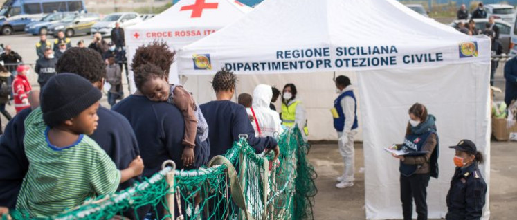 Die Ankunft von Flüchtlingen in Europa soll nach Wunsch der EU verhindert werden, im Mittelmeer gerettete Menschen sollen in Lagern zum Beispiel in Ägypten untergebracht werden. (Foto: Marcus Wiechmann/ Sea-Watch e.V.)