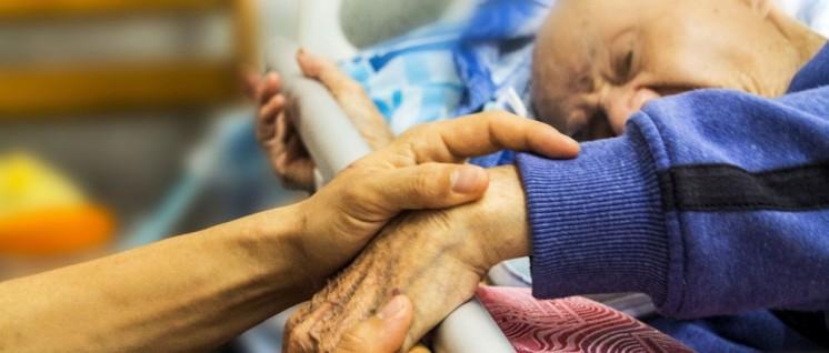 Pflege im Hospitz– Belastung bis zum Anschlag (Foto: public domain)