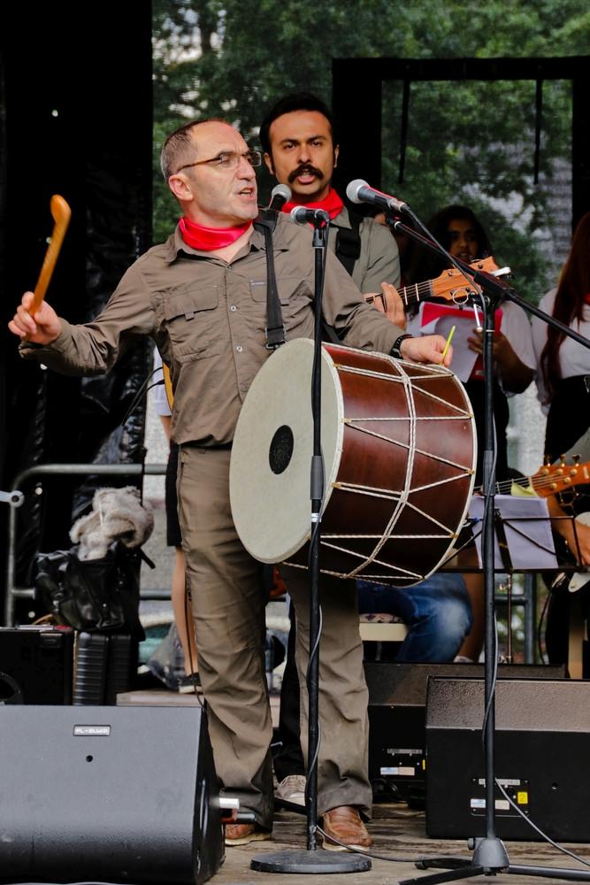 """""""Wir haben keine Gewehre. Wir haben Musikinstrumente und Stimmbänder"""", sagt Ihsan Cibelik."""
