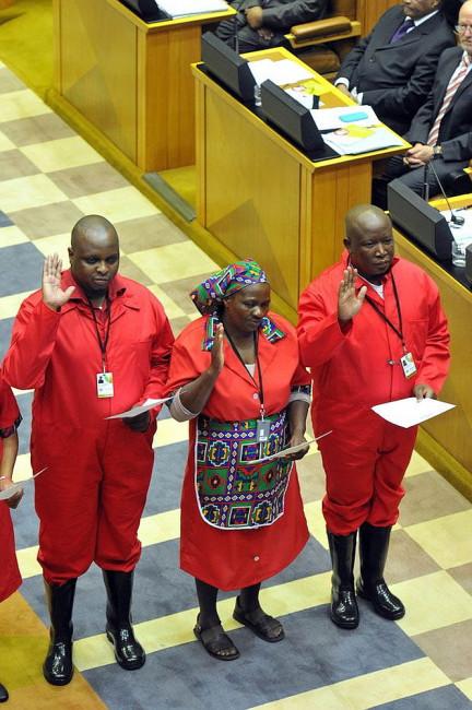 Mitglieder der EFF bei der Vereidigung im Parlament.