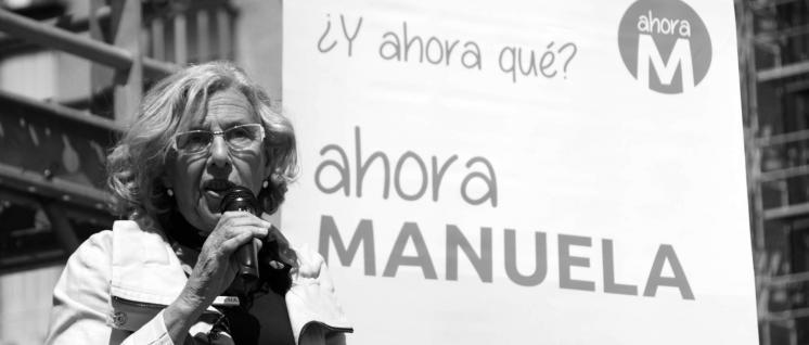 """""""Und was jetzt? Jetzt Manuela""""– Manuela Carmena auf einer Wahlkampfkundgebung von """"Madrid jetzt"""". (Foto: ahora madrid/commons.wikimedia.org/cc-by-2.0)"""